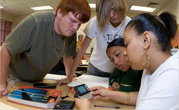 Gençlerin-Akıllı-Telefon-Kullanım-Amaçları