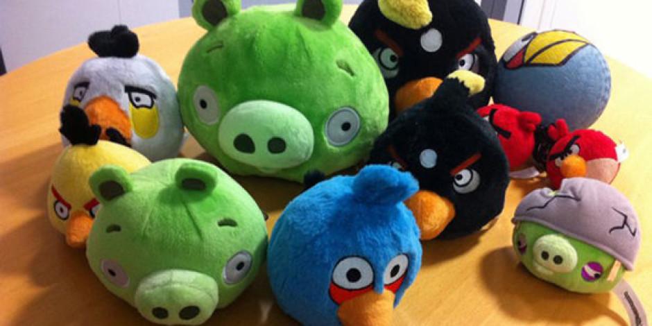 Angry Birds Facebook Oyunu Oluyor