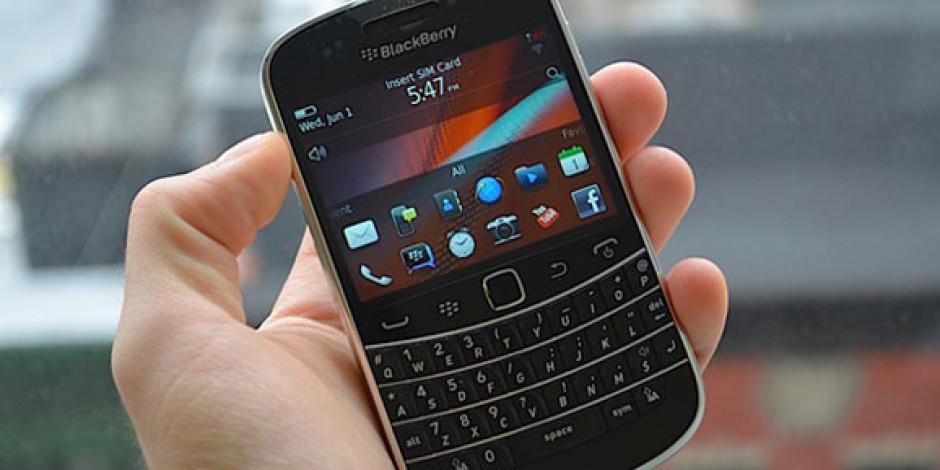 Yepyeni Blackberry Bold 9900 Resimleri