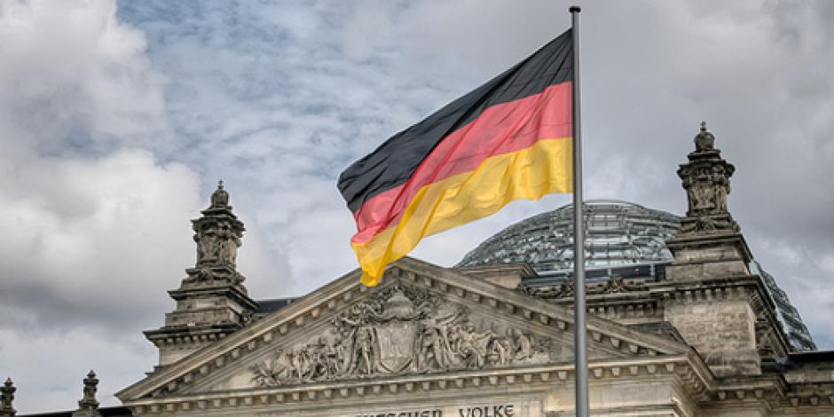 Alman Hükümeti'nin YouTube Kanalı Yayında