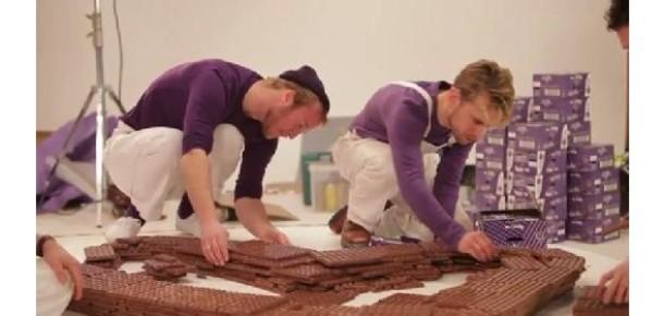 Cadbury'den Dev Like Butonu