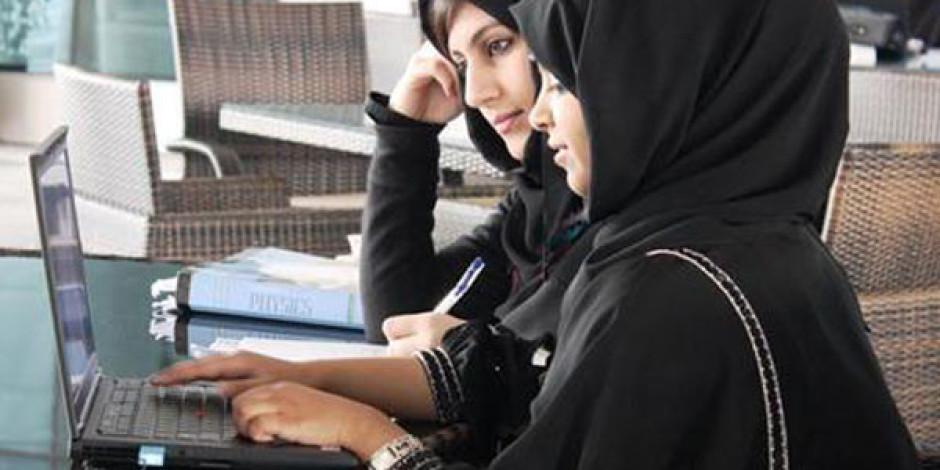 Arap Dünyasının Kadınları Twitter'ı Facebook'a Tercih Ediyor
