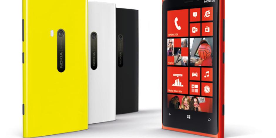 Nokia'nın Yeni Akıllı Telefonları Lumia 920 ve Lumia 820'nın Türkiye'de Satışına Başlandı