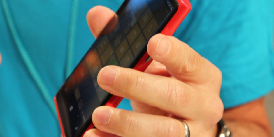 Ağırlık Konusunda Rakiplerinin Gerisinde Kalan Nokia, 2013'te Daha Hafif Lumia'lar ile Geliyor