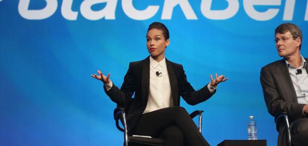Blackberry'nin Yeni Yüzü Alicia Keys iPhone'dan Atılan Tweet İçin Hackerları Suçladı
