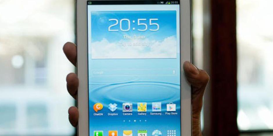 Samsung Ultra Büyük Ekranlı Galaxy Mega İçin Kolları Sıvadı
