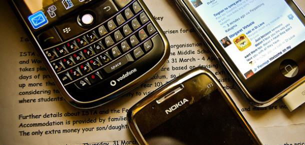 Akıllı Telefon Satışları İlk Kez Standart Cep Telefonlarını Geçti [Rapor]