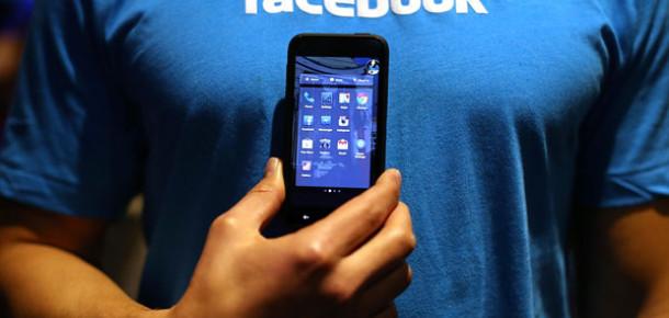 Facebook Yeni Messenger Uygulamasıyla SMS'lerin Yerini Alacak