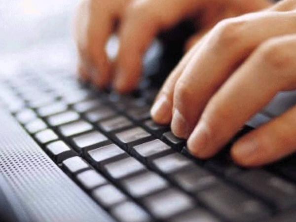 İnternet Yasası Gece Yarısı Yürürlüğe Girdi