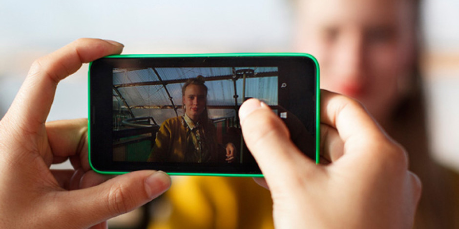 Klout skorunu paraya dönüştürerek 100 sanat eseri sattıran Lumia kampanyası
