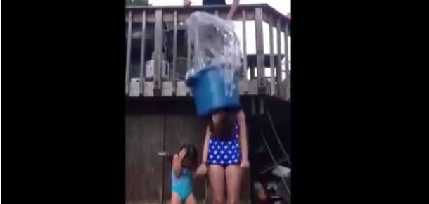 Ünlülerin ilgisini çeken #IceBucketChallenge komik görüntülere sahne oldu