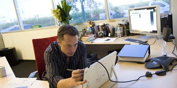 Tesla Motors ve Paypal'in kurucu ortağından girişimcilere ilham verebilecek 5 kitap önerisi
