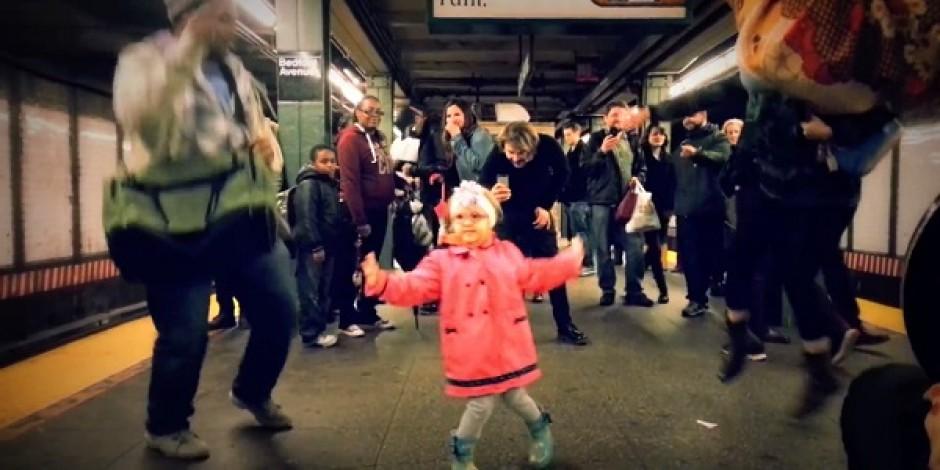 New York metrosunda küçük kızın dansı izlenme rekoru  kırıyor