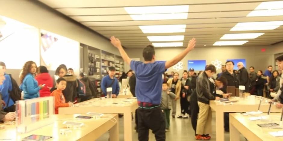 Apple Store'u trolleyerek müşterileri Microsoft'a yönlendiren gençler [video]