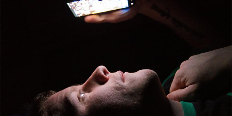 Uyku problemi çekenler, yatmadan önce telefona bakmayın!