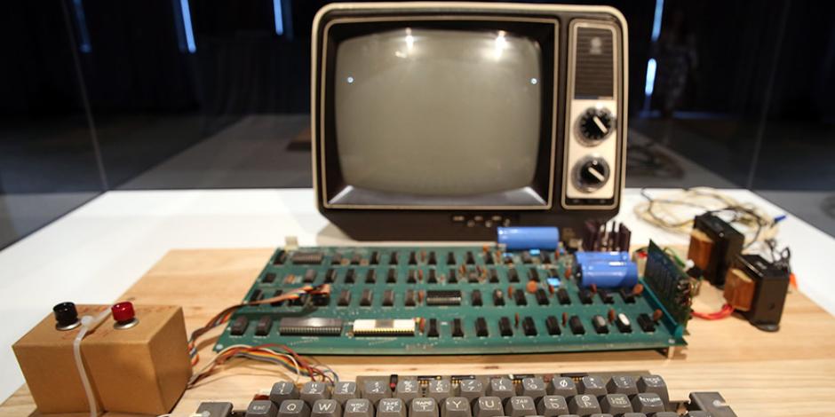 200 bin dolarlık Apple 1 bilgisayarı çöpe attı