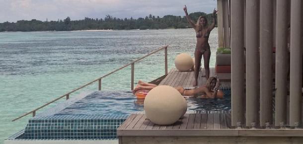 Bar Refaeli'nin bekârlığa veda partisini yaptığı Finolhu Villaları'nın enfes manzarası