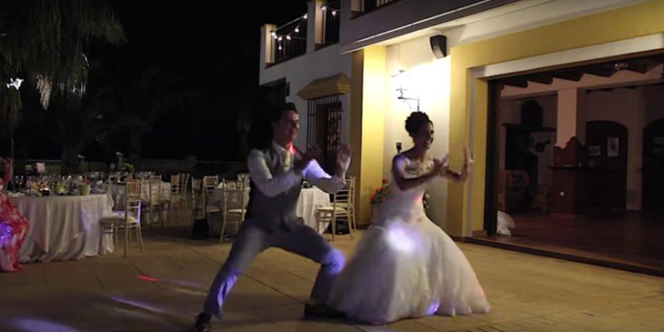 İngiltere'de sosyal medyayı sallayan video: Gelinle damadın şaşırtan koreografisi