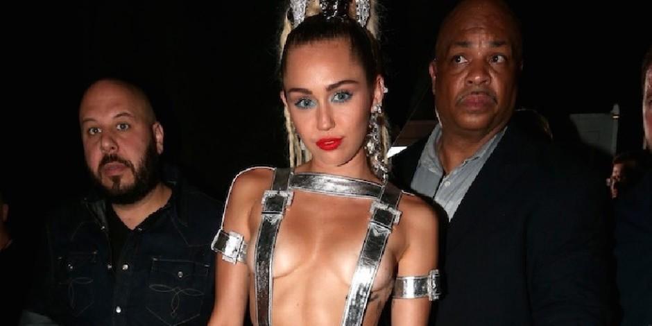"""Kim Kardashian'ın """"Photobomb""""u ve Miley Cyrus'un Instagram'da paylaştığı çıplak fotoğrafı ile VMA"""