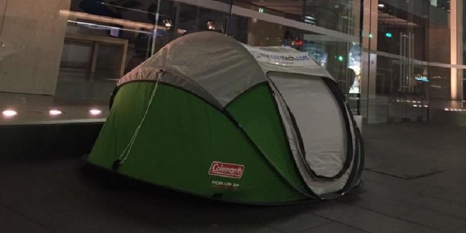 Henüz hiçbir şey duyurulmadığı halde Apple Store'un önünde çadır kurmaya başlandı