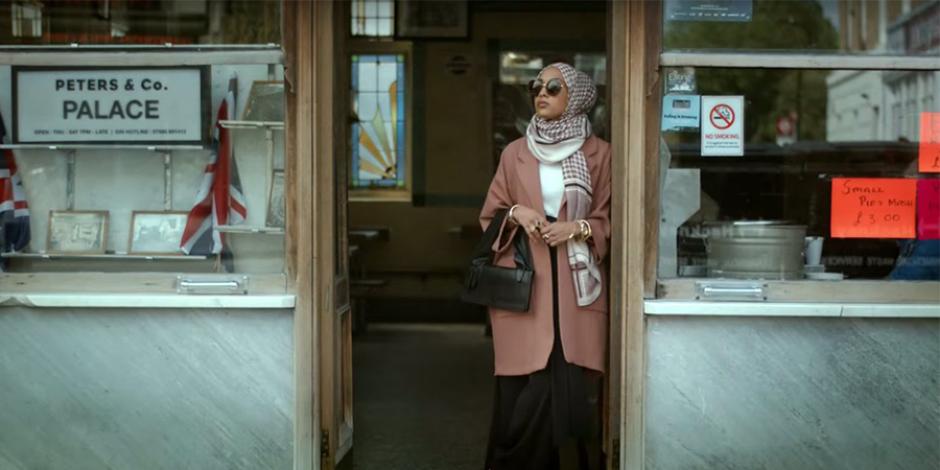 H&M ilk kez örtülü bir kadına reklamında yer verdi