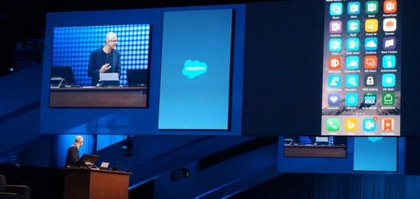 Microsoft CEO'su Satya Nadella iPhone'la sunum yaptı