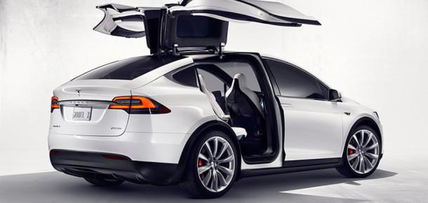 Elon Musk, yeni otomobili Tesla Model X 'i tanıttı