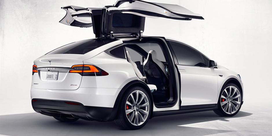 Otopilot ile Tesla, hastalanan sürücüsünü hastaneye yetiştirdi
