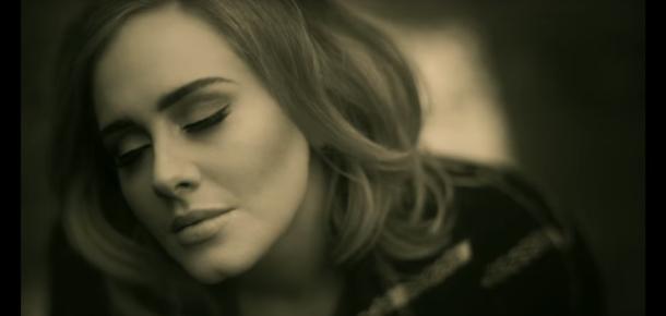 """Adele'in """"Hello"""" şarkısı hemen hemen her dijital müzik rekorunu kırdı"""