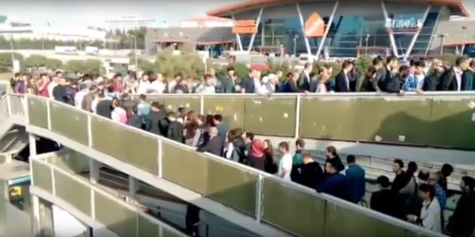 Sosyal medyanın gündemi: İstanbul'da metrobüs çilesi