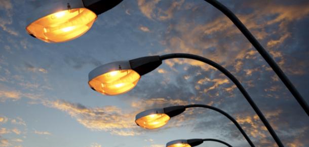 Hollywood'daki aydınlatma direkleri sadece ışık değil 4G LTE bağlantısı da sunacak