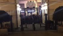Sosyal medyanın gündemi: Rusya'yı Hollanda Konsolosluğu'nda protesto eden yurdum insanı
