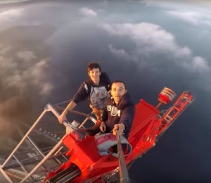 Üçüncü köprü üzerinde adrenalin dolu bir selfie