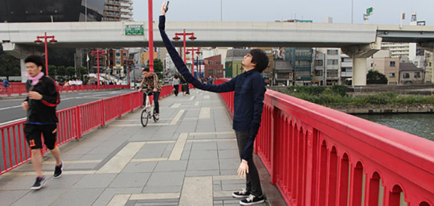 Selfie çubuklarından sıkılanlar için üzücü haber: Selfie kolu