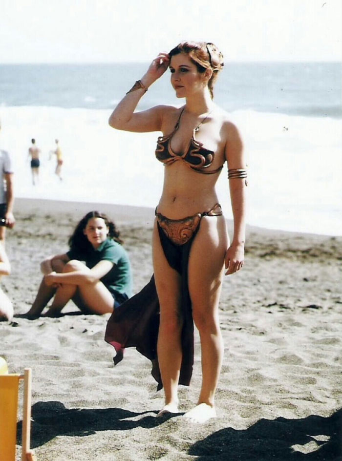 princess-leia-bikini-return-jedi-beach-shoot-1983-carrie-fisher-13