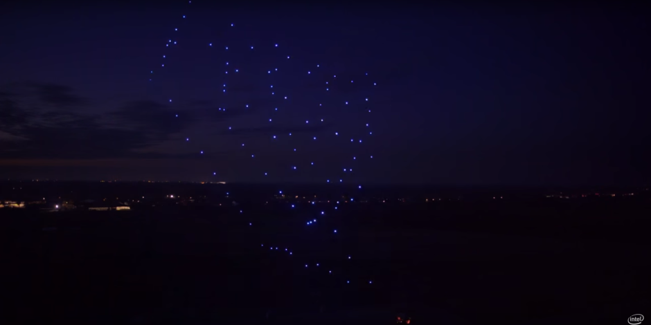 Lady Gaga'nın arka planda yer alan dansçıları aslında Intel'e ait 300 drone