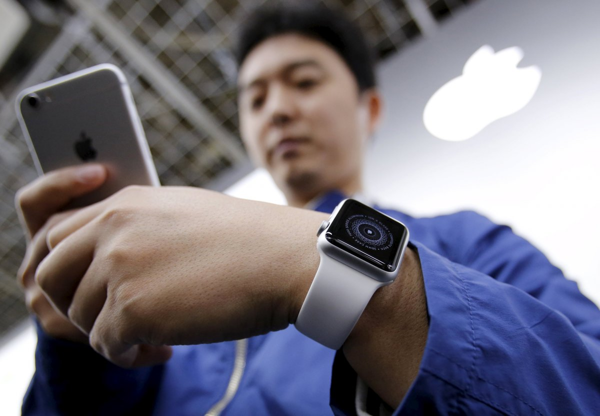word-is-that-apple-will-also-announce-an-apple-watch-2-in-march-reports-say-it-will-have-a-front-facing-camera-for-video-chatting