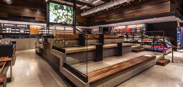 Starbucks stadyum tipi oturma alanına sahip yeni dükkanını açtı