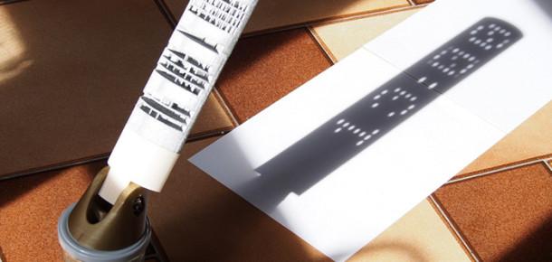 Zamanı dijital bir saat gibi gösteren 3D baskı güneş saati