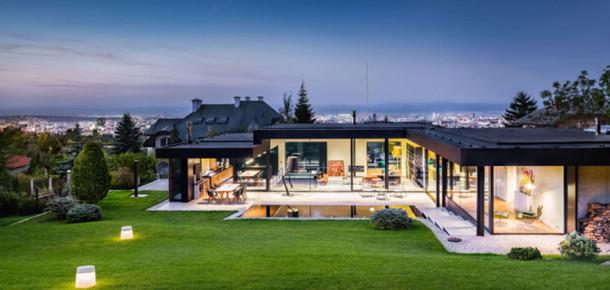 Bulgaristan'da mimarlardan bahçe odaklı harika bir ev