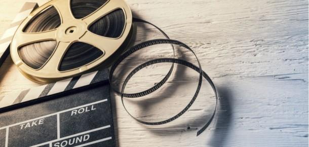 Ailenizle film gecesi yapmak için izleyebileceğiniz 10 neşeli komedi filmi