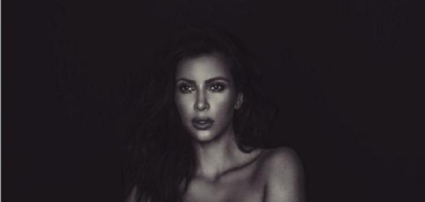 Gün geçmiyor ki Kim Kardashian Twitter'da yeni bir çıplak poz paylaşmasın