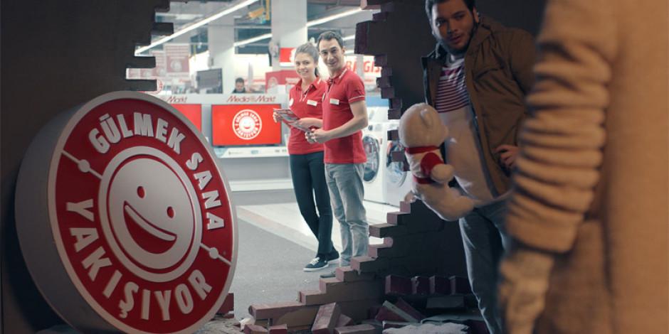 """Media Markt'tan yeni reklam kampanyası """"Gülmek Sana Yakışıyor"""""""