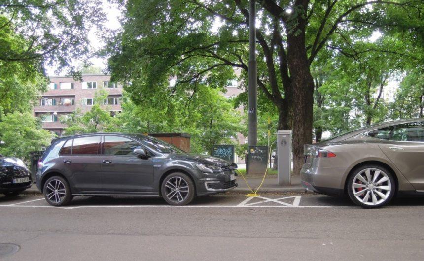 oslo-street-scene-nissan-leaf-volkswagen-e-golf-tesla-model-s-july-2015_100521211_l