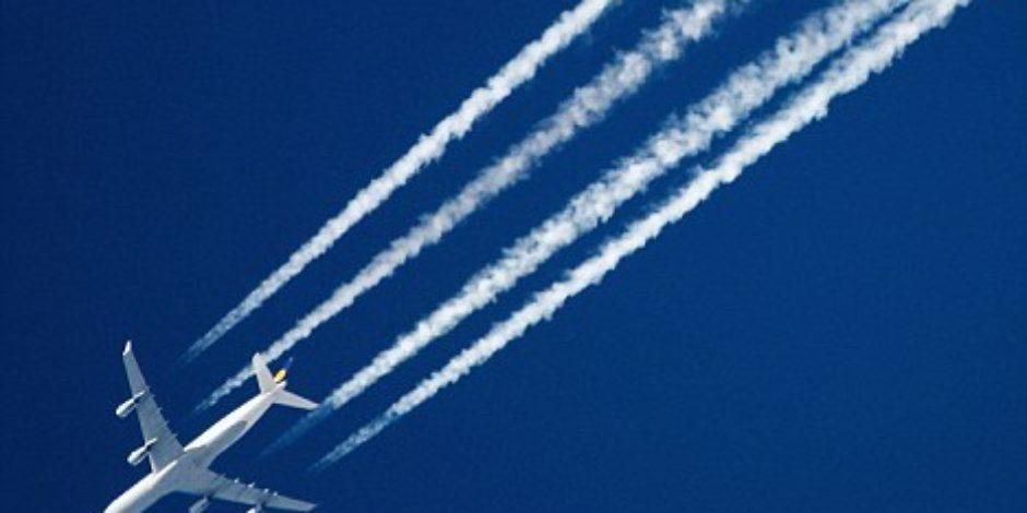 Uçaklar, ardında neden beyaz iz bırakır?