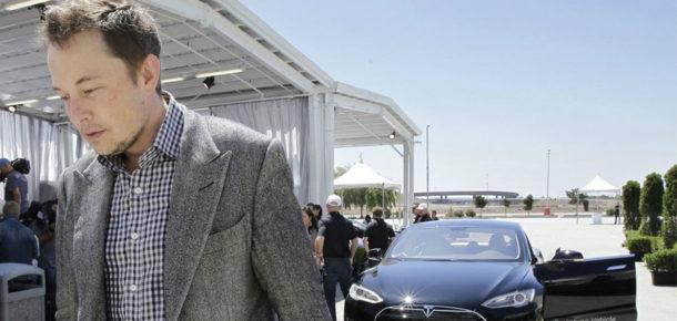 Elon Musk sık sık Tesla fabrikasında uyuyor!