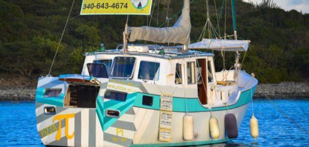 İşini bırakıp Karayipler'de pizzacı tekne açan çift