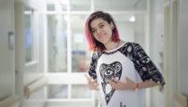 Tasarımcılar, hasta gençlerin mutluluğu için hastane önlüklerini tasarladı