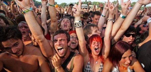 Yeni bir araştırma, sık sık konsere giden insanların daha mutlu olduğunu söylüyor