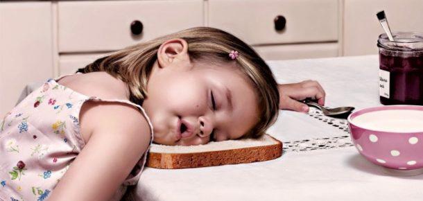 Çocukların her yerde uyuyabileceğini kanıtlayan, ibretlik 20 fotoğraf